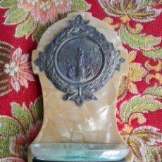 Antigüedades: BENDITERA DE CRISTAL VIRGEN DEL PILAR ANTIGUA EN METAL Y CRISTAL, BASE RECUBIERTA CON BRILLO. Lote 120955995