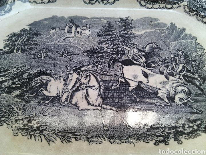 Antigüedades: BANDEJA FUENTE OCHAVADA.CAZA DEL TORO.LA AMISTAD.CARTAGENA.35X27X3CM. - Foto 7 - 120963004