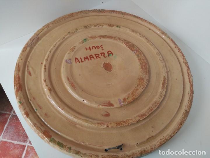 Antigüedades: Gran plato antiguo firmado hermanos Almarza - Foto 4 - 121076135