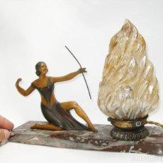 Antigüedades: RESERVADA LAMPARA CIRCA 1900 EN BRONCE MARMOL Y OPALINA MUJER ARQUERA ART DECO - ART NOVEAU FRANCES. Lote 121086915