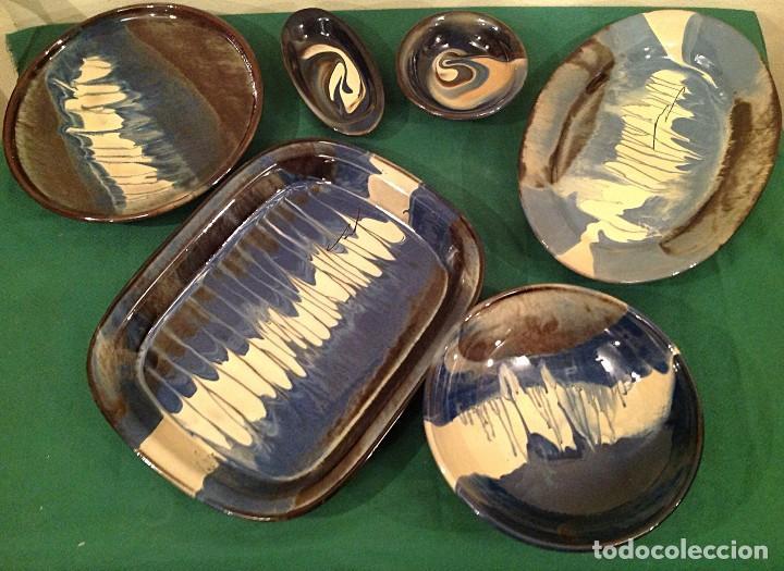 Antigüedades: Platas de cerámica esmaltada conjunto Bisbal 29 piezas artesanal - Foto 2 - 121105499