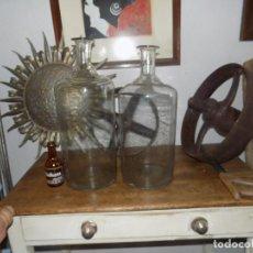 Antigüedades: PAREJA BOTELLONES FARMACIA , CRISTAL SOPLADO , SIGLOS XVIII-XIX, 49 Y 45 CM ALTURA, PERFECTO ESTADO. Lote 121107083