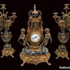 Antiques - Antigua guarnición, candelabros y reloj, estilo imperio. Bronce dorado al mercurio. S.XIX, funciona. - 121222895