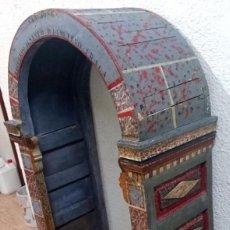 Antigüedades: CAPILLA, HORNACINA, VITRINA ESTILO MUDEJAR POLICROMADA DEDICADA A SAN JOSÉ. SIGLO XVII.136X76X37CM. Lote 121229811