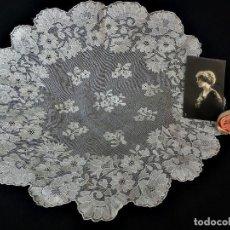 Antigüedades: 1520 ENCAJE TAPETE REDONDO DE SEDA BLANCA. Lote 121236167