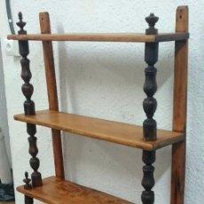 Antigüedades - Antigua estantería, expositor de madera de nogal y pino aragonés. Restaurada. Ver fotos.168x83x24 - 121237727