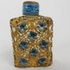 Antigüedades: PRECIOSA BOTELLA DE PERFUME ANTIGUA EN MINIATURA METAL ESMALTADO SNUFF BOTTLE. Lote 121242391