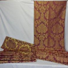 Antigüedades: T8 DOS GRANDES PANELES DE SEDA BROCADA EN COLOR TOSTADO ORO Y TEJA TORNASOLADA CONFECCION TELA S XIX. Lote 121246287