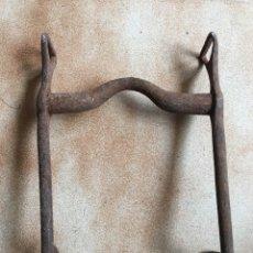 Antigüedades: BOCADO HIERRO CABALLO. Lote 163955897
