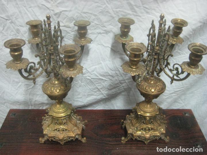 Antigüedades: PRECIOSA PAREJA DE CANDELABROS ISABELINOS EN BRONCE CINCELADO EXCELENTE PIEZA DE DECORACION, RAROS - Foto 3 - 125308983