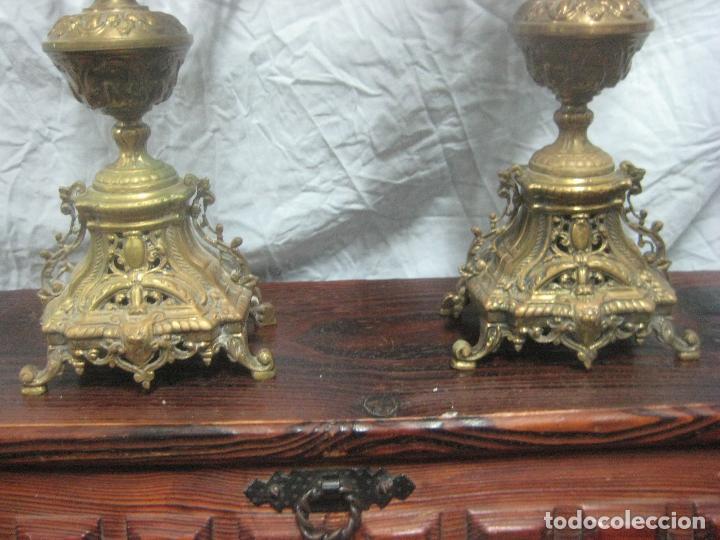 Antigüedades: PRECIOSA PAREJA DE CANDELABROS ISABELINOS EN BRONCE CINCELADO EXCELENTE PIEZA DE DECORACION, RAROS - Foto 5 - 125308983