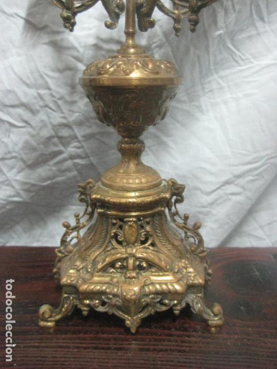 Antigüedades: PRECIOSA PAREJA DE CANDELABROS ISABELINOS EN BRONCE CINCELADO EXCELENTE PIEZA DE DECORACION, RAROS - Foto 6 - 125308983