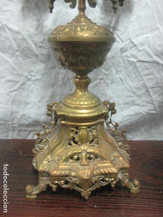 Antigüedades: PRECIOSA PAREJA DE CANDELABROS ISABELINOS EN BRONCE CINCELADO EXCELENTE PIEZA DE DECORACION, RAROS - Foto 7 - 125308983