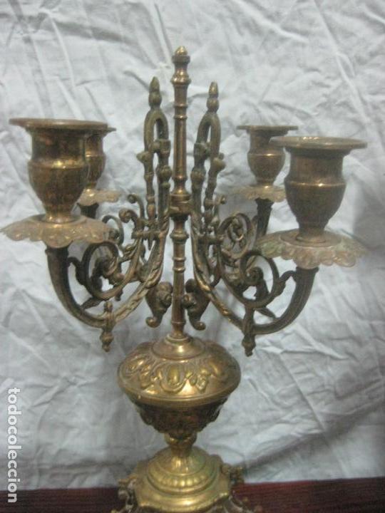 Antigüedades: PRECIOSA PAREJA DE CANDELABROS ISABELINOS EN BRONCE CINCELADO EXCELENTE PIEZA DE DECORACION, RAROS - Foto 8 - 125308983