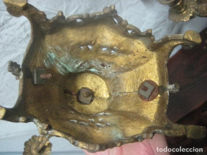 Antigüedades: PRECIOSA PAREJA DE CANDELABROS ISABELINOS EN BRONCE CINCELADO EXCELENTE PIEZA DE DECORACION, RAROS - Foto 24 - 125308983