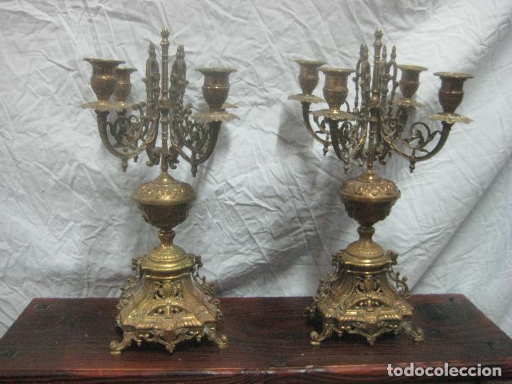 Antigüedades: PRECIOSA PAREJA DE CANDELABROS ISABELINOS EN BRONCE CINCELADO EXCELENTE PIEZA DE DECORACION, RAROS - Foto 25 - 125308983