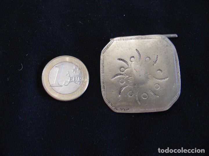 GRANDES. BOTONES ANTIGUOS PLATA INDUMENTARIA UNIDAD (Antigüedades - Moda - Otros)