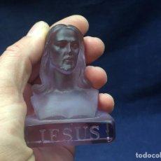Antigüedades: CABEZA CRISTAL JESUS MOLDEADO MORADO CESARE TOSO VENECIA VENEZIA MURANO ITALIA 7,5X6X4CMS. Lote 121282235
