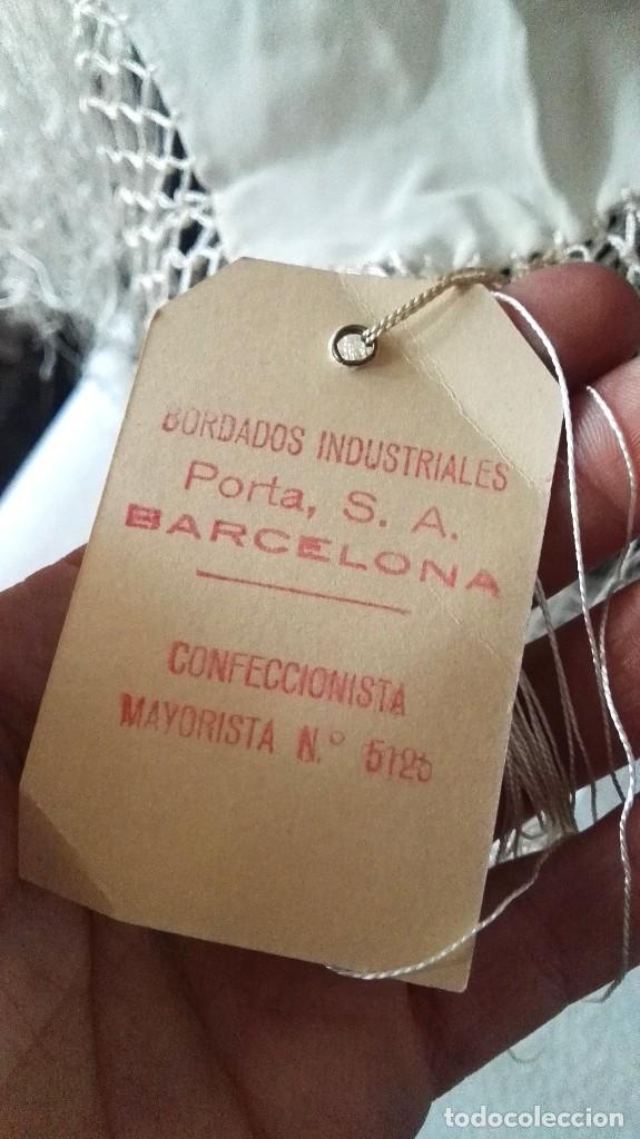 Antigüedades: Manton mantoncillo antiguo bordado a mano - Foto 3 - 121299751