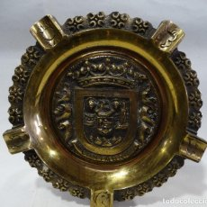 Antigüedades: PLATO, CENICERO DE BRONCE- ESCUDO DE CANTABRIA- SOPORTE PARA MESA. Lote 121326575
