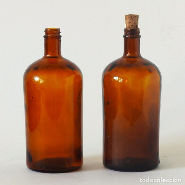 2 BOTELLAS ANTIGUAS DE FARMACIA O LABORATORIO DE CRISTAL ÁMBAR (Antigüedades - Cristal y Vidrio - Farmacia )