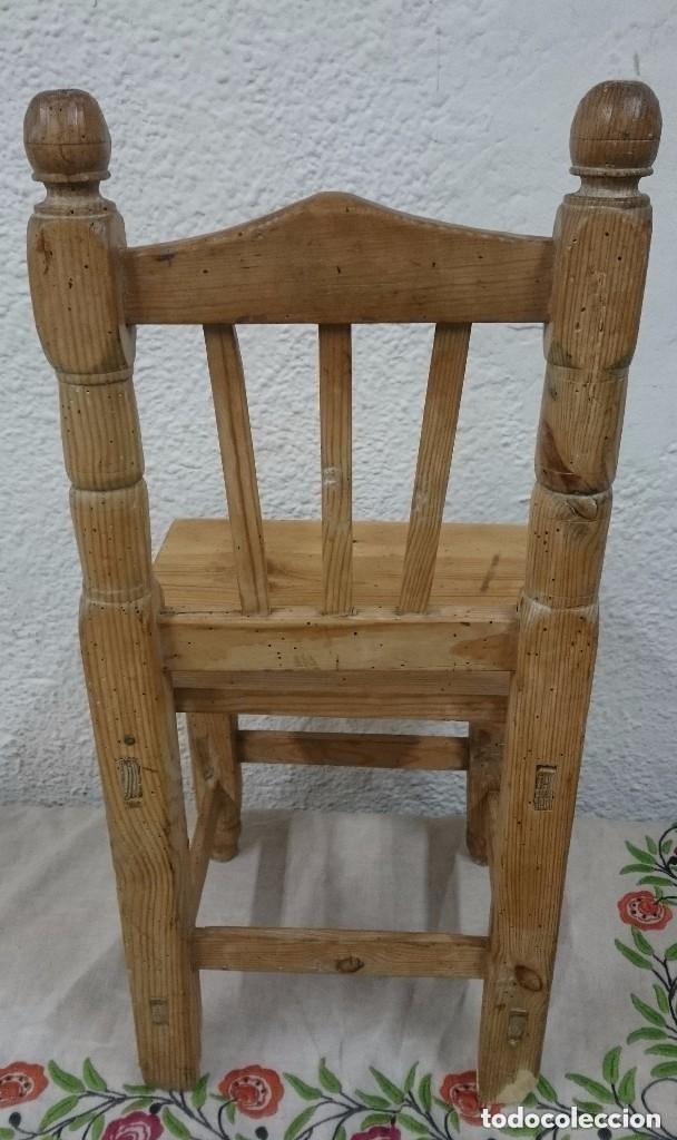 Antigüedades: Antigua silla de madera de pino de niños. Restaura. Única. 68x32x31 cm. Leer y ver fotos. Única - Foto 3 - 121346995