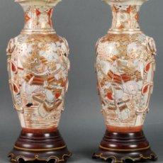 Antigüedades: PAREJA DE JARRONES DE PORCELANA SATSUMA DECORADOS JAPONESES HACIA 1900. Lote 121352299