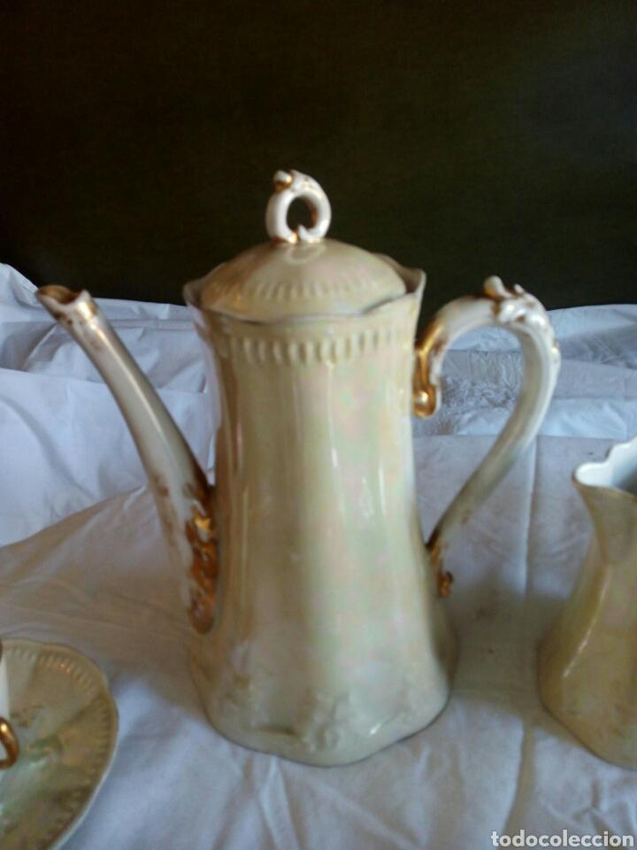 Antigüedades: Juego cafe, diez tazas, 12 platillos, le falta el asita al azucarero, defectos en dorados - Foto 2 - 121367564