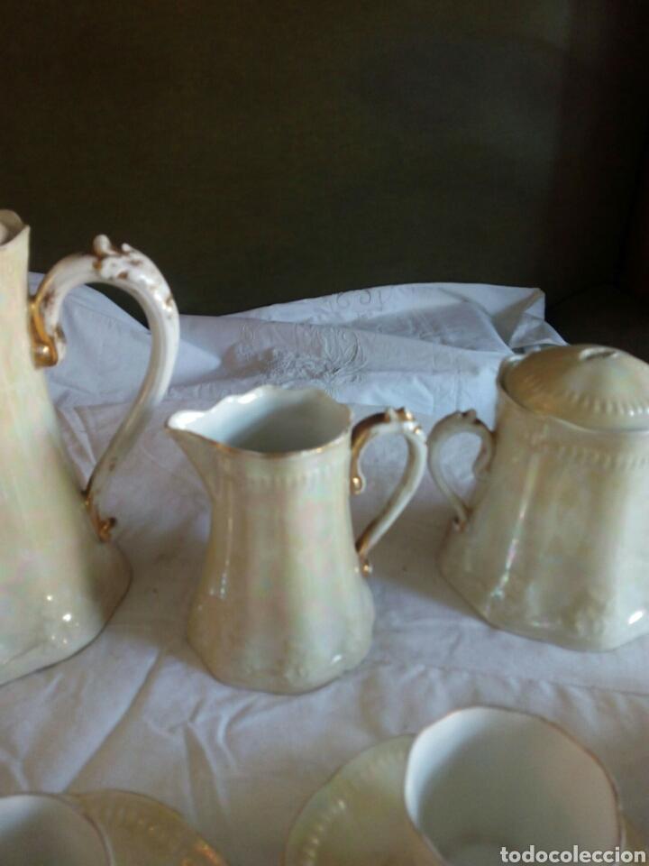Antigüedades: Juego cafe, diez tazas, 12 platillos, le falta el asita al azucarero, defectos en dorados - Foto 3 - 121367564