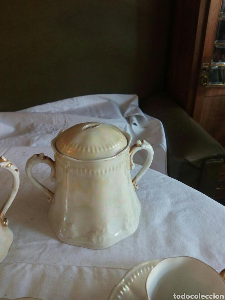 Antigüedades: Juego cafe, diez tazas, 12 platillos, le falta el asita al azucarero, defectos en dorados - Foto 4 - 121367564