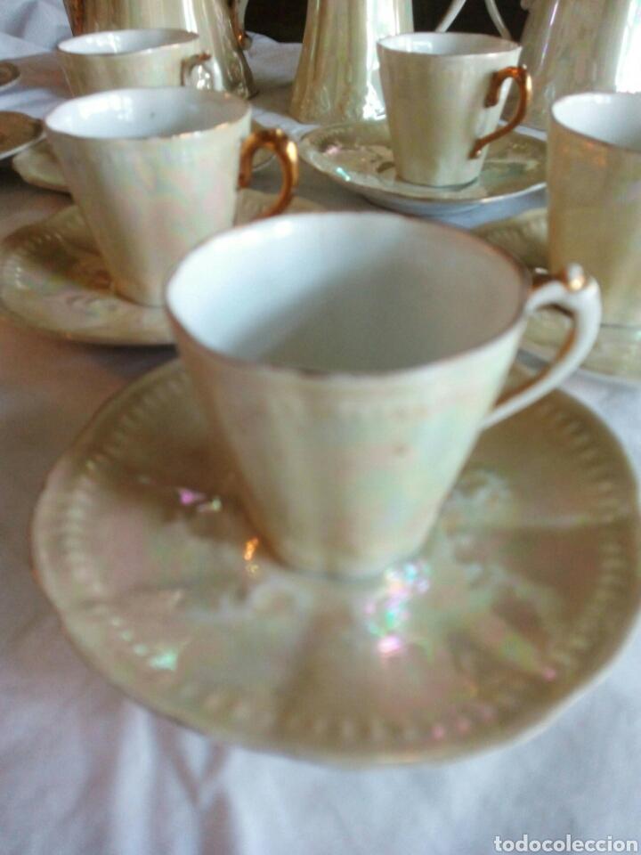 Antigüedades: Juego cafe, diez tazas, 12 platillos, le falta el asita al azucarero, defectos en dorados - Foto 6 - 121367564