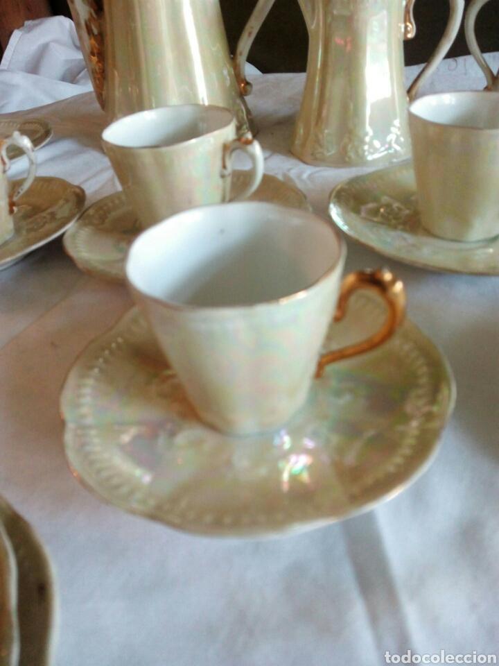 Antigüedades: Juego cafe, diez tazas, 12 platillos, le falta el asita al azucarero, defectos en dorados - Foto 8 - 121367564