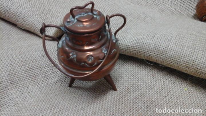 Antigüedades: Pareja de pequeños jarrones en cobre . Primer cuarto siglo xx - Foto 2 - 114664307