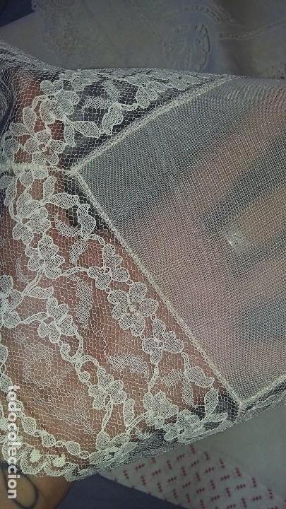 Antigüedades: Lote de pañuelos y bolsita para guardar - Foto 2 - 121437547