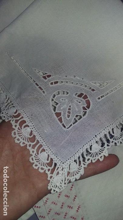 Antigüedades: Lote de pañuelos y bolsita para guardar - Foto 5 - 121437547
