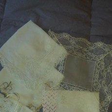 Antiquitäten - Lote de pañuelos y bolsita para guardar - 121437547