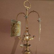 Antigüedades: ANTIGUA LAMPARA DE ACEITE, CANDIL O QUINQUE, DE BRONCE, TODO ORIGINAL. TAL CUAL SE VE.. Lote 121507443