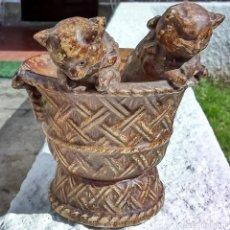 Antigüedades: FLORERO EN CERÁMICA, EN FORMA DE CESTA.. Lote 121513767