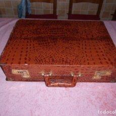 Antigüedades: MALETIN ANTIGUO FORRADO DE PIEL DE COCODRILO O IMITACION.. Lote 121522975