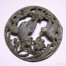 Antigüedades: CHAPA DE METAL ORNAMENTAL MOTIVO PAJAROS. Lote 121547311