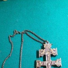 Antigüedades: CRUZ DE CARAVACA CON SU CADENA ORIGINAL BRONCE S.XVIII PERFECTO ESTADO PRECIOSA PATINA. Lote 121595079