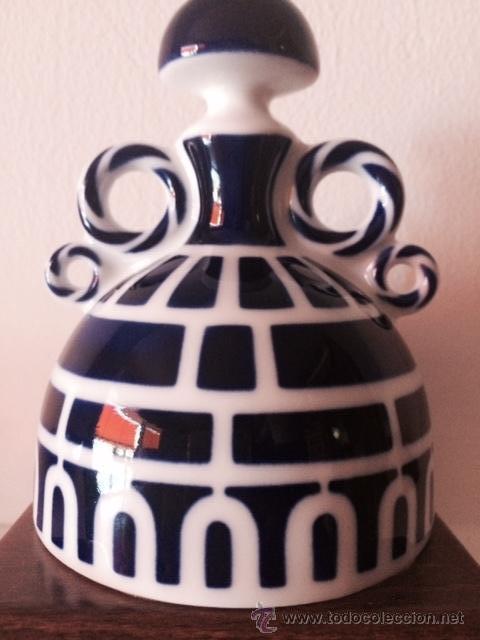 MENINA PEQUEÑA DE CASTRO-SARGADELOS CON PEANA AUTENTIFICADA (Antigüedades - Porcelanas y Cerámicas - Sargadelos)