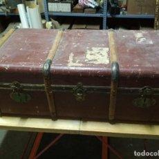 Antigüedades: ANTIGUA MALETA BAUL DE MADERA Y PIEL, MEDIDAS 90 X 48 X 34 CM. Lote 121609115