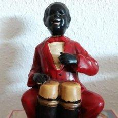 Antigüedades: FIGURA HOMBRE TOCANDO TIMBALES 18X13. Lote 121641207