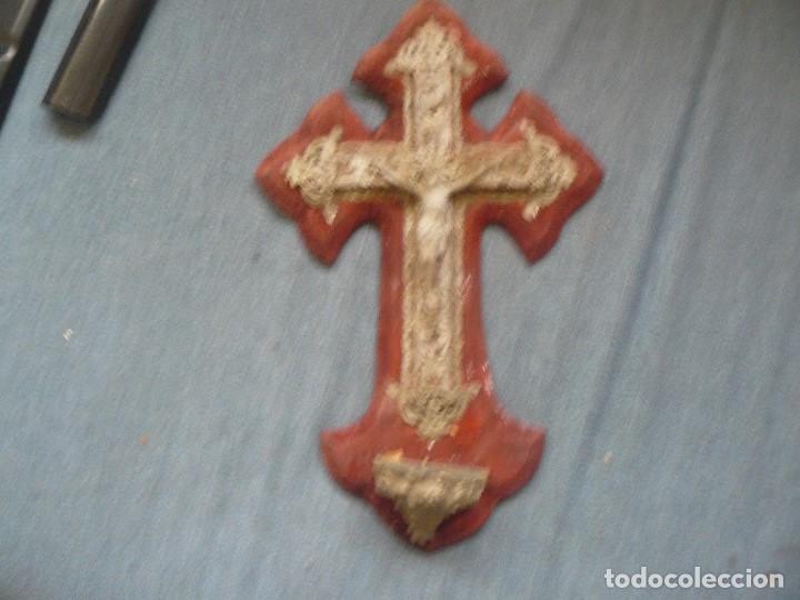 ESPECTACULAR CRUZ-BENDITERA ANTIGUA TIPO BARROCA CALADA CON CRISTO . 35 X 22 CMS (Antigüedades - Religiosas - Benditeras)