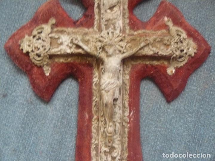 Antigüedades: ESPECTACULAR CRUZ-BENDITERA ANTIGUA TIPO BARROCA CALADA CON CRISTO . 35 x 22 cms - Foto 2 - 121652479
