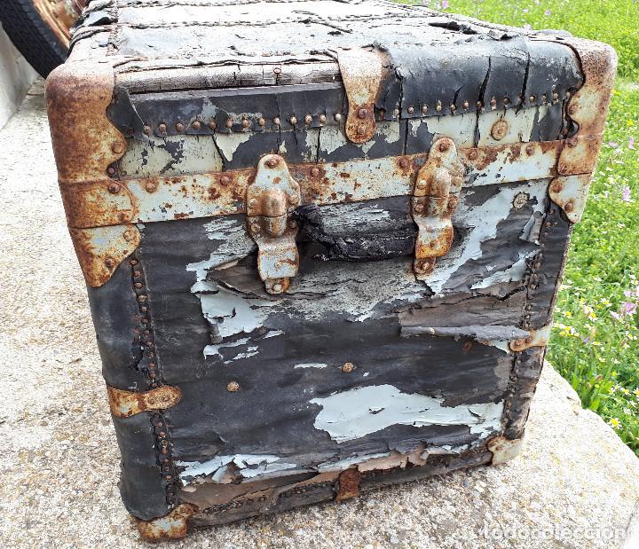 Antigüedades: Baúl de viaje americano, 82 x 55 x 52 cm, a restaurar - Foto 4 - 121655895