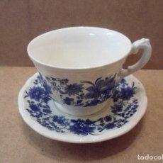 Antiquités: TAZA Y PLATO DE CAFÉ CON LECHE CON DECORACIÓN FLORAL EN AZULES. Lote 121672427