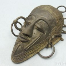 Antigüedades: IMPRESIONANTE ANTIGUA MASCARA RITUAL AFRICANA DE BRONCE - EXCELENTE DECORACIÓN DE PARED . Lote 121677287