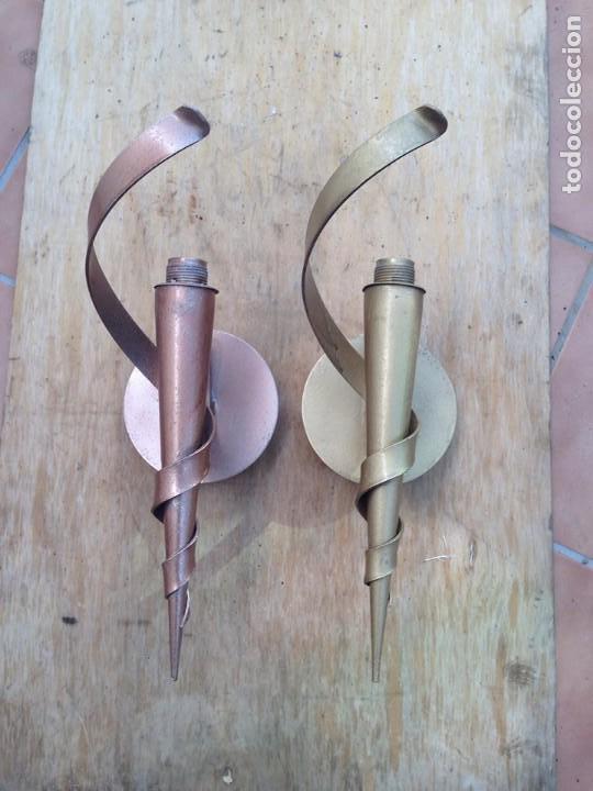 ANTIGUO APLIQUE LAMPARA PARED HIERRO EN ORO Y COBRE TIPO CASTILLO RUSTICO (Antigüedades - Iluminación - Apliques Antiguos)